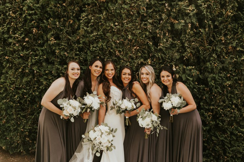 gorgeous bridal party, bride and bridesmaids, wedding gown, wedding flowers