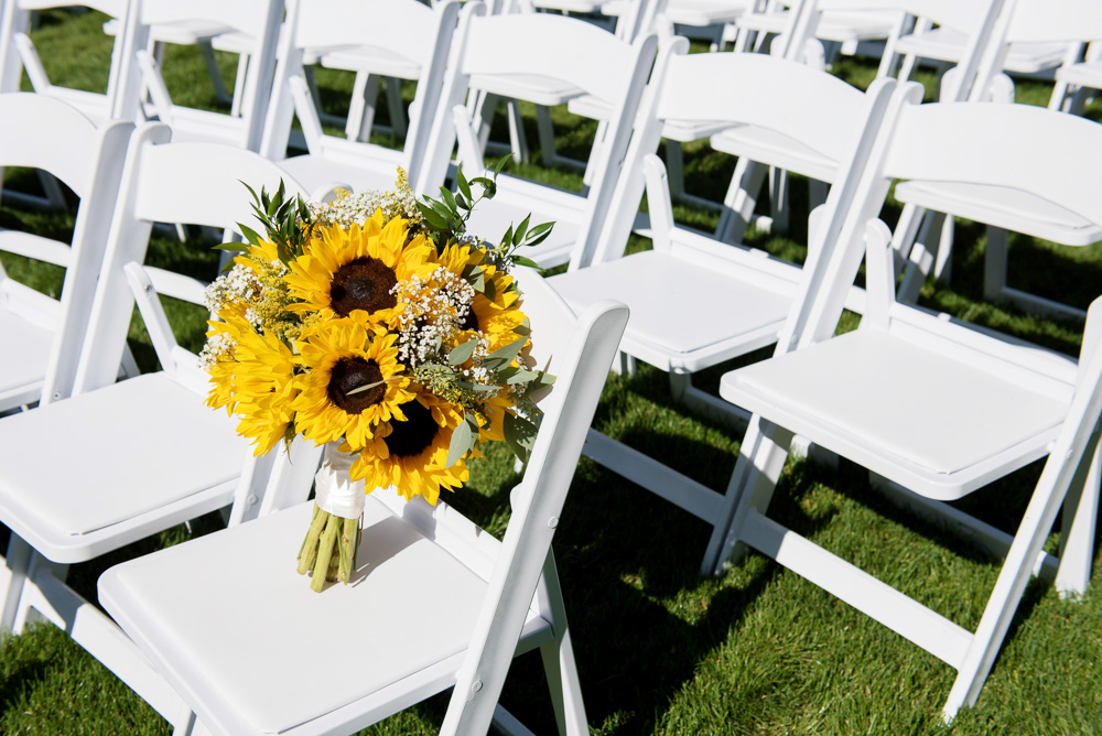 bride bouquet, sunflower bouquet, sunflower bride bouquet, sunflower bridal bouquet, classic summer bouquet, classic cluster bouquet, summer wedding bouquet, summer wedding, sunflower wedding