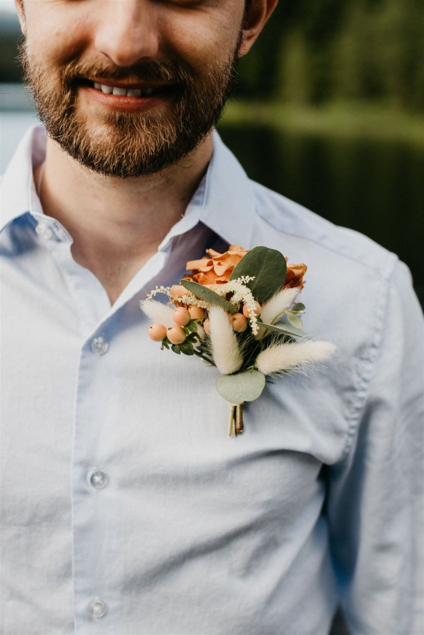 boho boutonniere, bunny tails, taffy rose, groom, grooms flowers, grooms boutonniere, bout