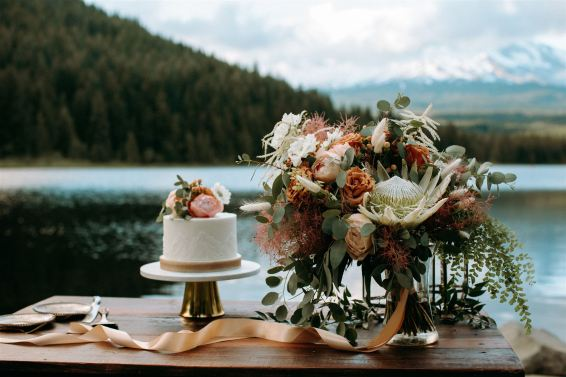 elopement flowers, wedding flowers, bridal bouquet, cake topper, outdoor wedding