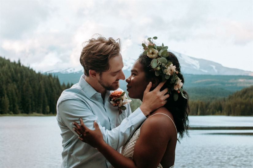 elopement wedding, elope, elope wedding, covid wedding, intimate wedding, outdoor wedding, adventure wedding, forest wedding, mountain wedding, lakeside wedding, oregon wedding, oregon bride, oregon bride magazine, wedventure magazine