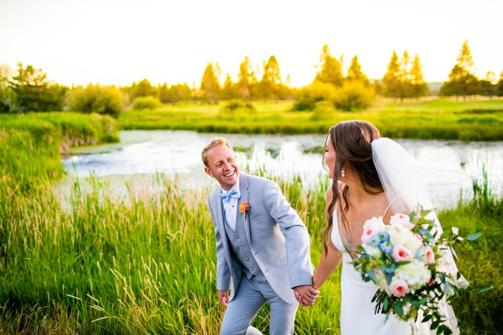 Sunriver Resort, bride and groom, sunriver resort wedding, bend wedding, bend oregon wedding, pastel wedding palette, oregon florist, oregon wedding florist