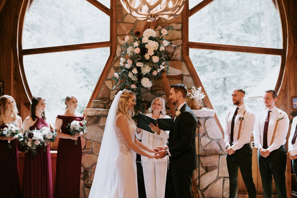 Forrest Lodge wedding ceremony, mountain cabin wedding, forest wedding, mountain cabin, mount hood wedding, mount hood vacation rental, burgundy wedding